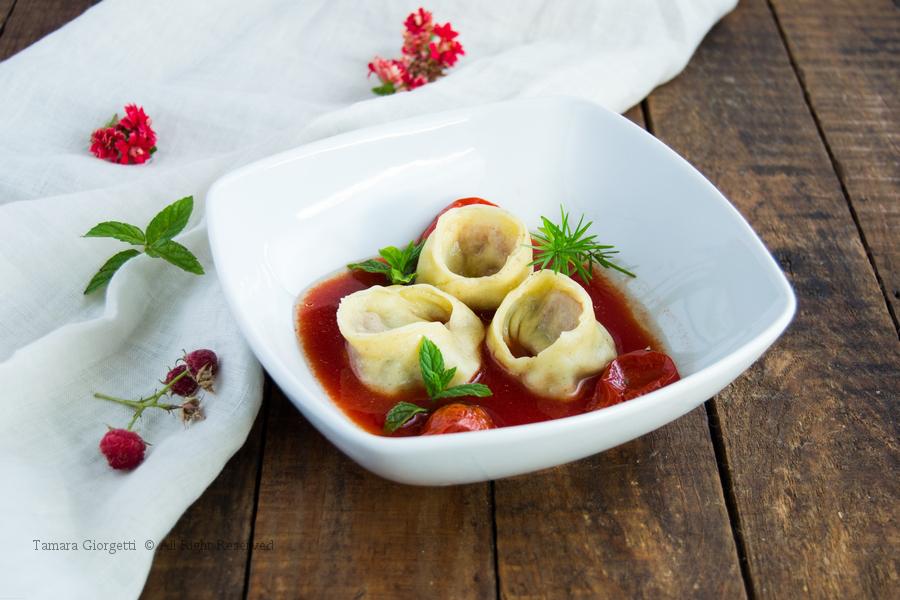 Ravioli Di Patate E Zucchine In Acqua Di Pomodoro