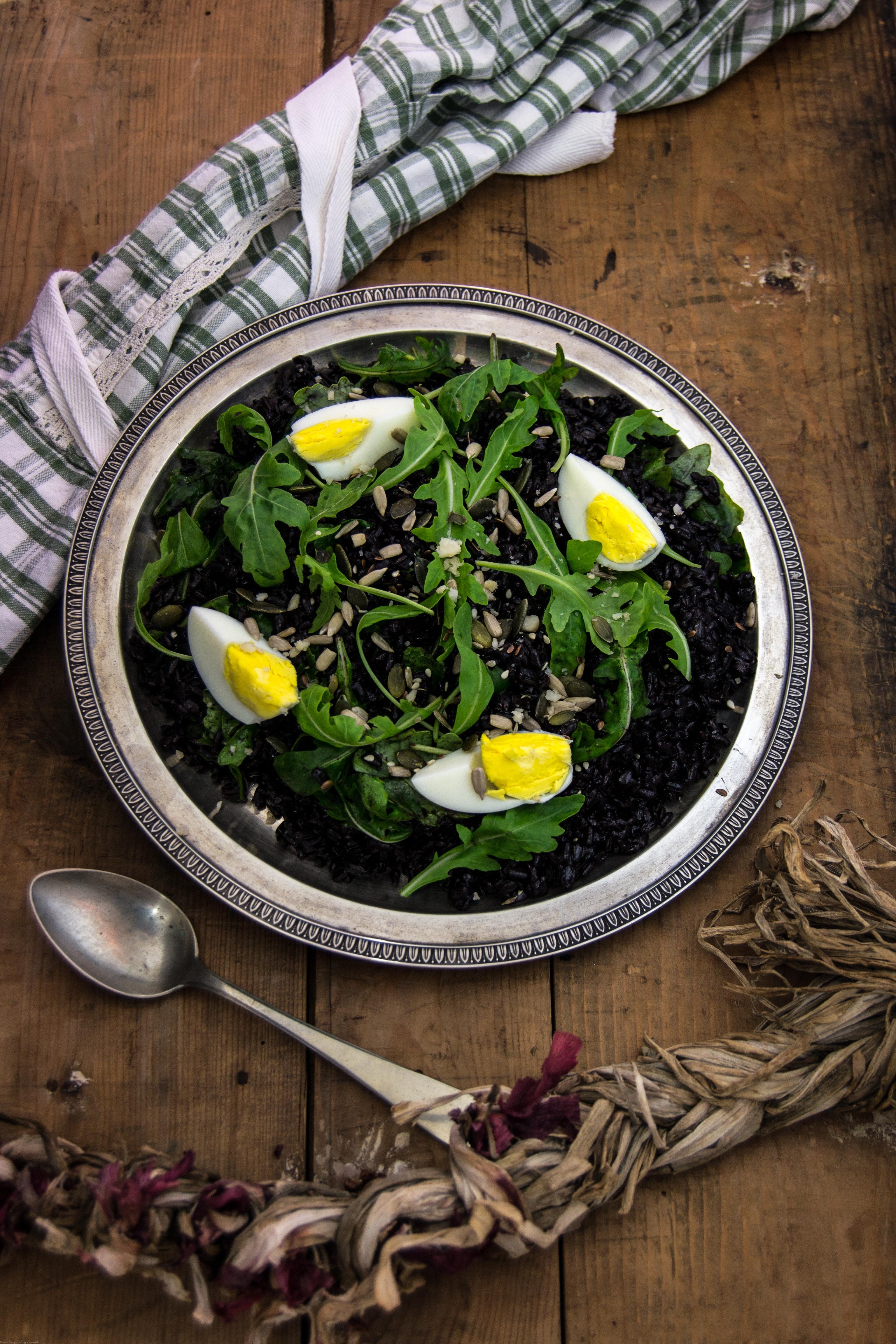 Insalata di riso venere rughetta e semi oleosi un pezzo for Cucinare riso venere