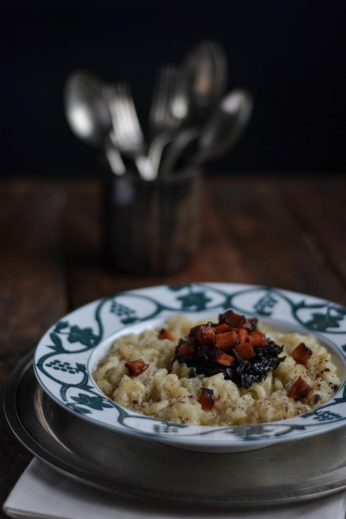 minestra di sedano rapa con cuore di cavolo nero e zucca caramellata