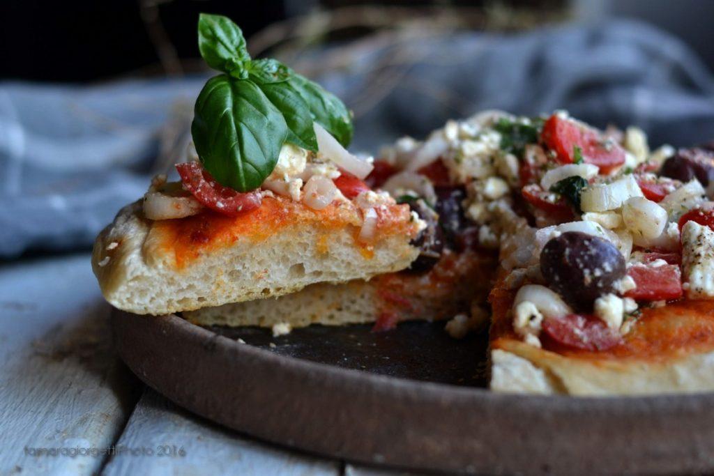 pizza insalata greca