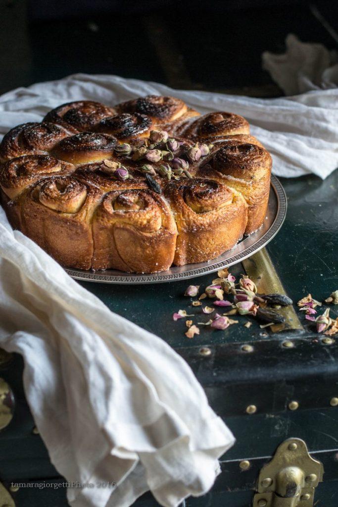 torta di rose con rose e fava tonka V1