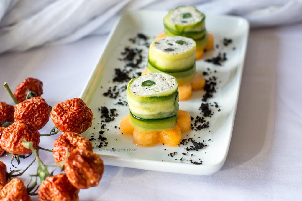 rolls di formaggio su melone