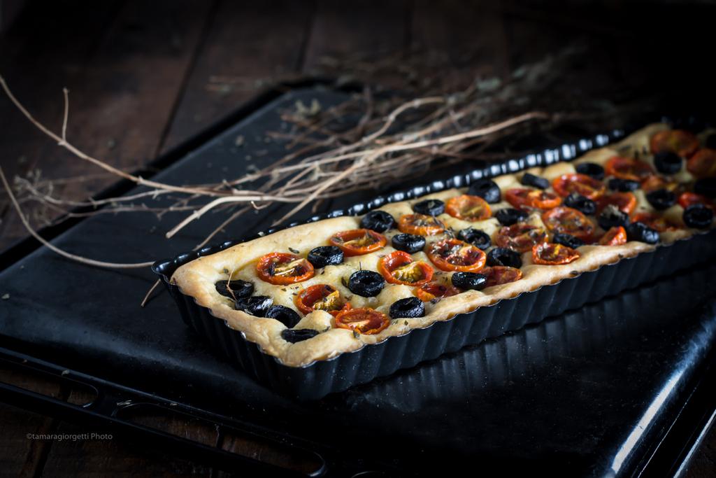 Focaccia Pugliese, Olive, Pomodorini E Origano