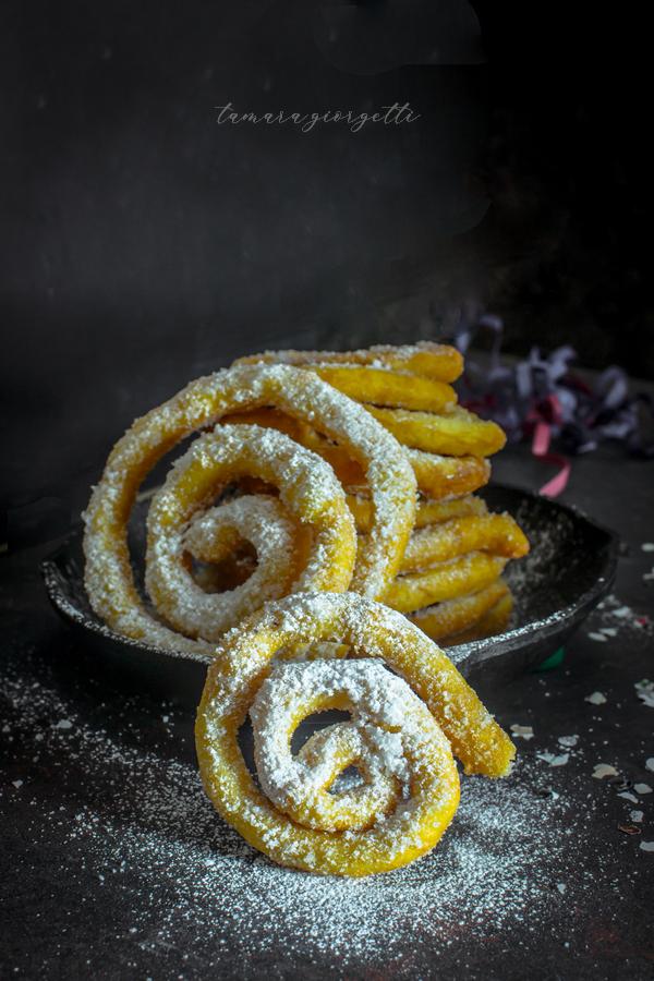 zippulas, frittelle lunghe di carnevale