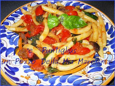 'e Puntiglius, Con Pomodorini Del Vesuvio, Olive Di Gaeta, E Basilico