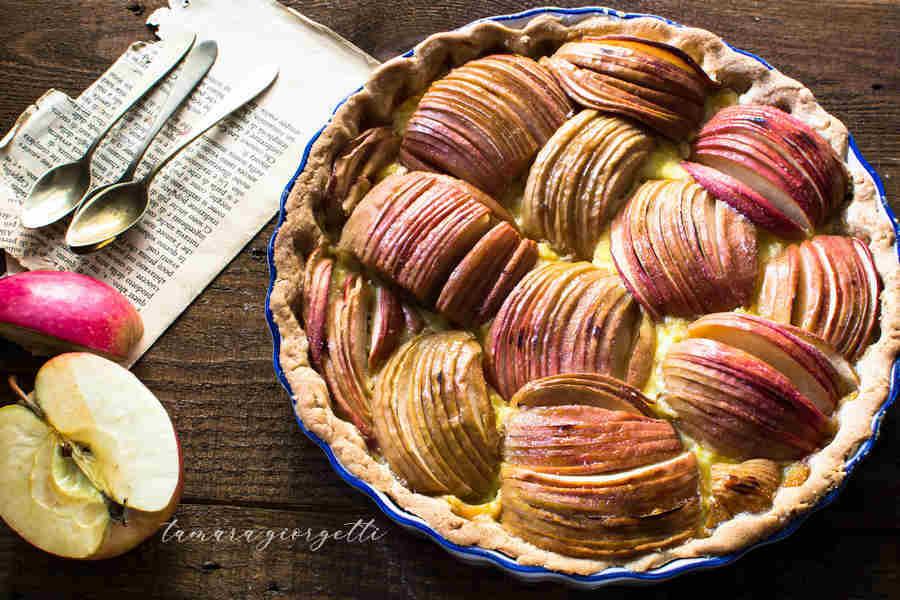 Crostata: Intrecci Di Mele Su Crema Pasticcera
