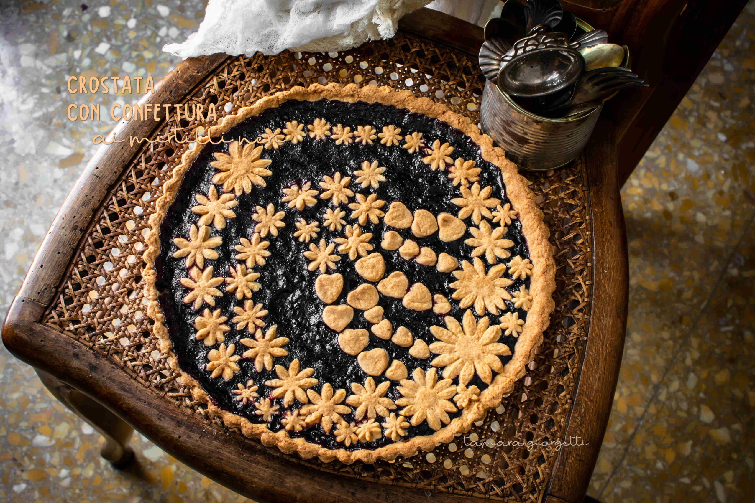 CROSTATA MIRTILLI NERI DECORATA
